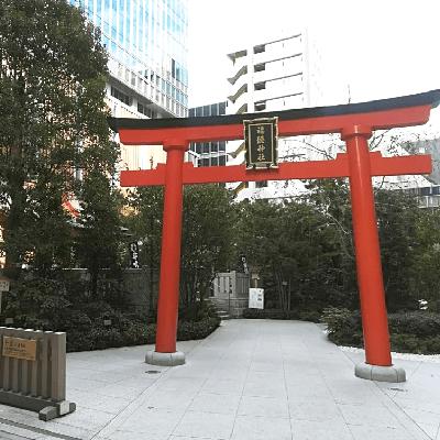 東京都/日本橋・八丁堀/福徳神社 赤い鳥居の前の婚活パーティー