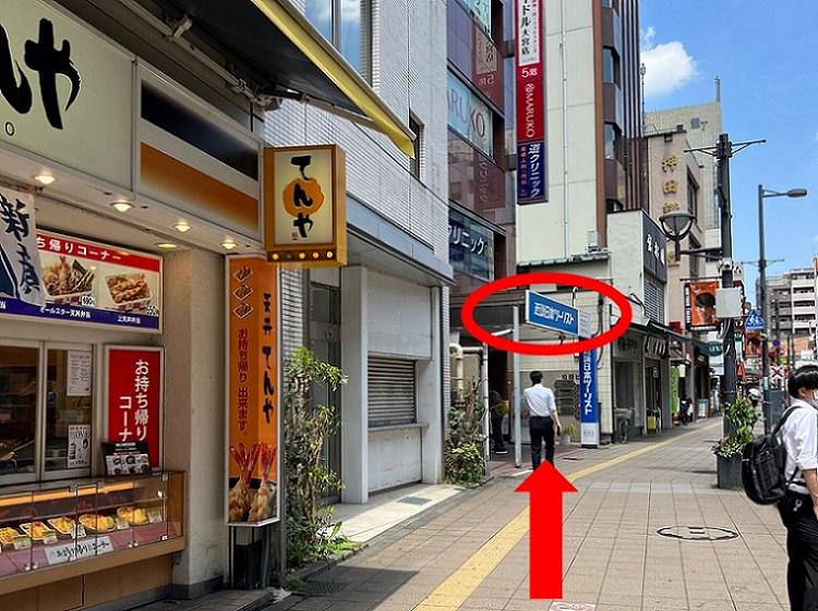 「そごう大宮」に入ると、{red}左手に「駅側」と表示されたエレベーター{/red}があるので、こちらを利用して{red}13階{/red}に上ってください。