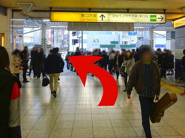 東口方面出口、{red}大通り手前で左折{/red}してください。