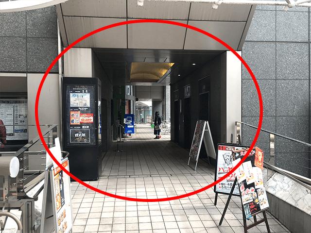 こちらが入口です。{red}「シネマシティービル11階」{/red}が会場です。 こちらからエレベーターで11階までご来場ください。