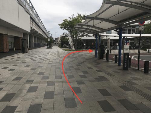 JR太田駅北口を出て頂き、左に向かって下さい。 左に直進すると右手に「太田市美術館・図書館」が見てきますので右に曲がって下さい。
