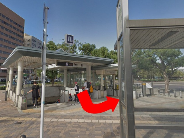 「長居駅」3号出口をでて左にまっすぐ進みます。