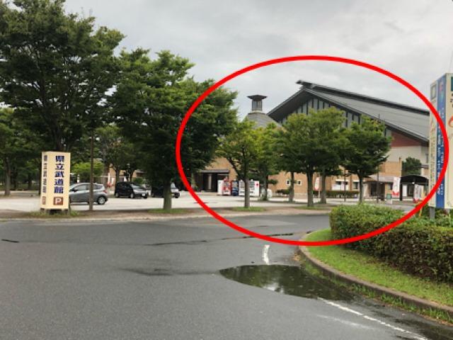 右に武道館が見えます。