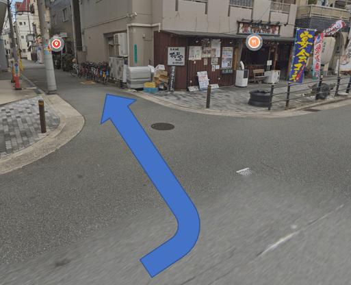左側に道が見えますので、その道に入ると右側に「キャッテリア クラウド ナイン」がございます。
