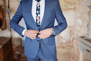 スーツが似合う男性