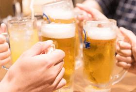 ビール乾杯のイメージ