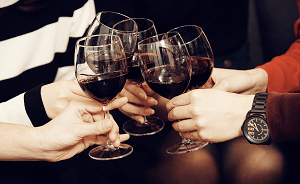 ワインで乾杯のイメージ