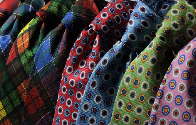 仕事帰りで婚活パーティーに参加する男性は、ネクタイでセンスをアピール!