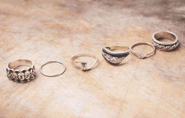 婚活パーティーでは指輪をするべきでない理由