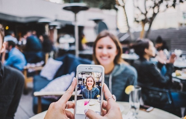 婚活パーティーではどんなプロフィール写真を登録したらいいの?