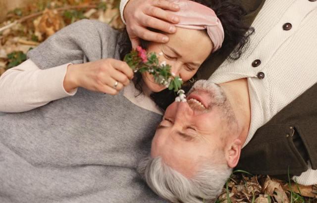シニア世代の婚活事情とは?パートナーを見つけるコツ