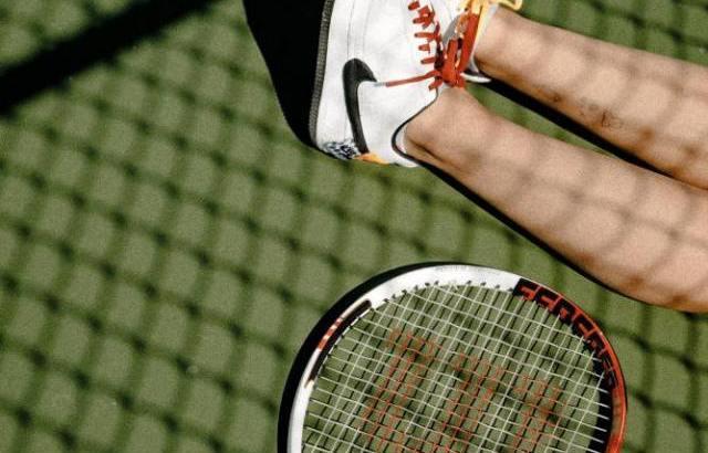 テニスをしながら婚活!?テニスコンの実態と出会いの可能性は?
