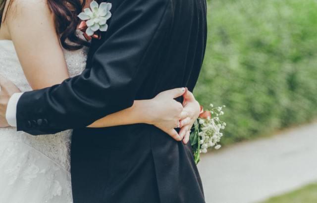手相占いで恋愛運や結婚運をチェック!出会いの訪れや婚期がわかる?