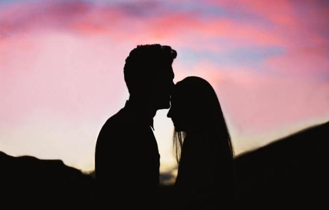 キスされた場所には意味がある!場所別に見る隠れた男性の心理とは