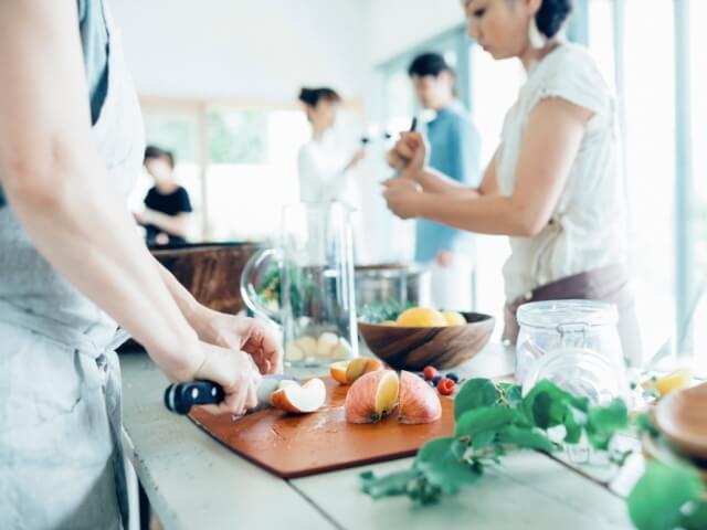 お料理合コンは、調理実習みたい?サークル感覚でリラックス
