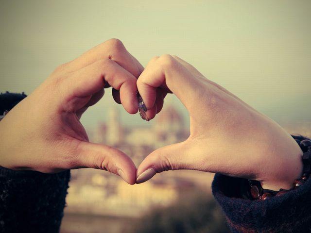 女性は『結婚』の二文字を口にしないのが無難!男性はロマンチスト。