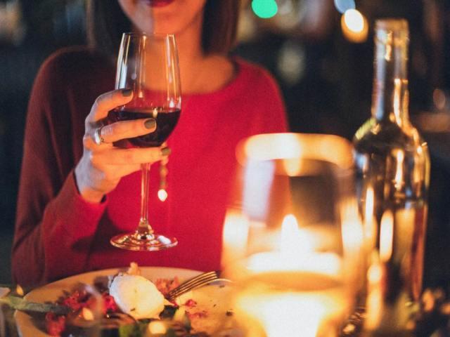 女性と距離を縮めるためにはまず「食事デート」