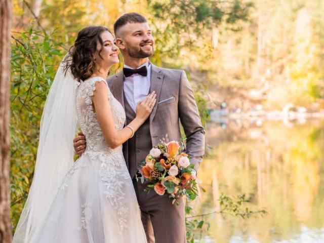 女性が結婚を意識し始める年齢とそのきっかけは?