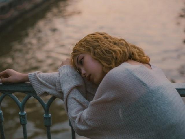 失恋がなかなか乗り越えられない人の特徴