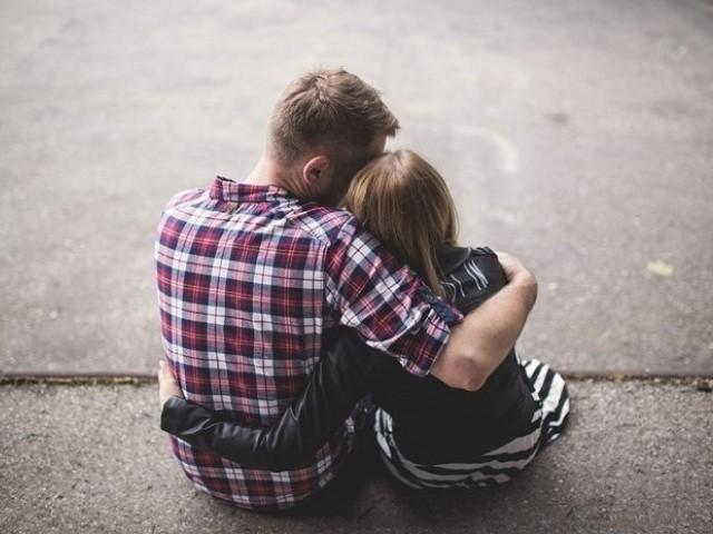 男性が女性を抱きしめたいと思う時の心理