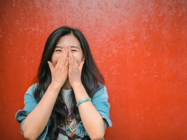 男性に良い印象・悪い印象を与える女性の笑い方